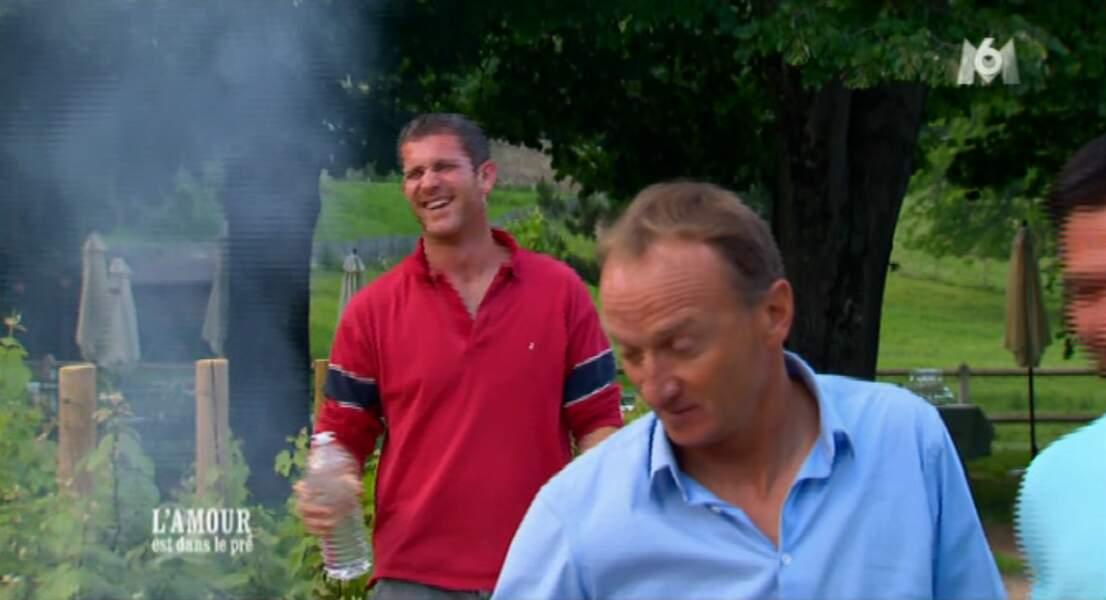 Ca fume un peu beaucoup, mais Marc s'en fiche : il s'éclate
