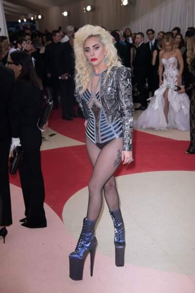 Lady Gaga prend (encore) de la hauteur.