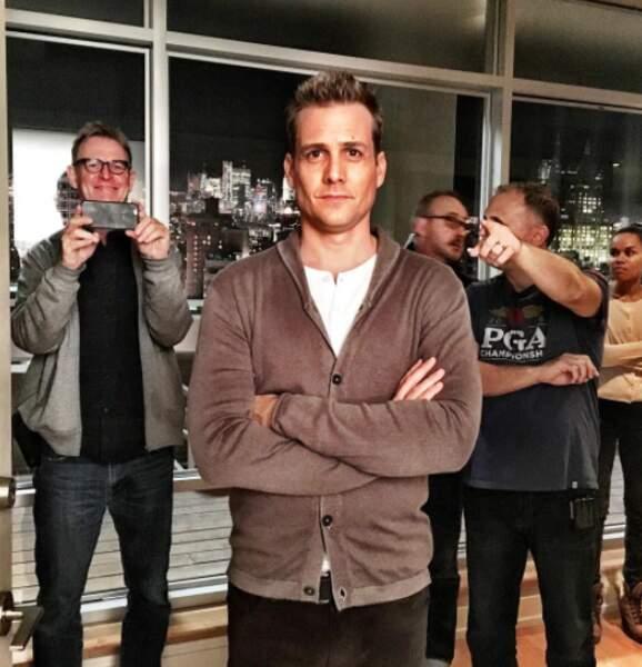 Et hop, une petite photo des coulisses avec Gabriel Match (Harvey Spencer) au premier plan