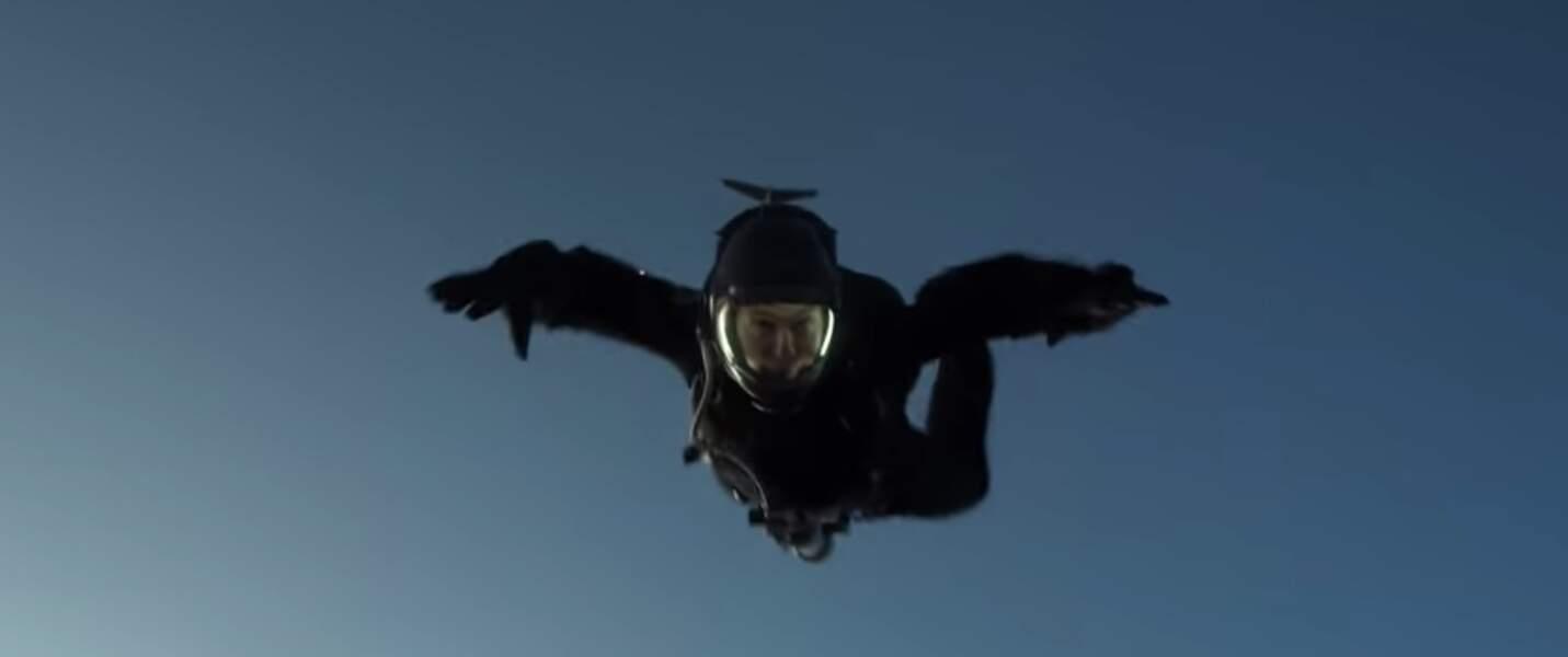 De nombreux exercices furent nécessaires avant que l'acteur ne se jette d'un Boeing C-17 à 7500 mètres d'altitude.