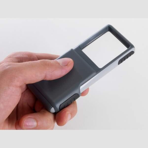 Pensez à la loupe de poche LED pour les seniors !