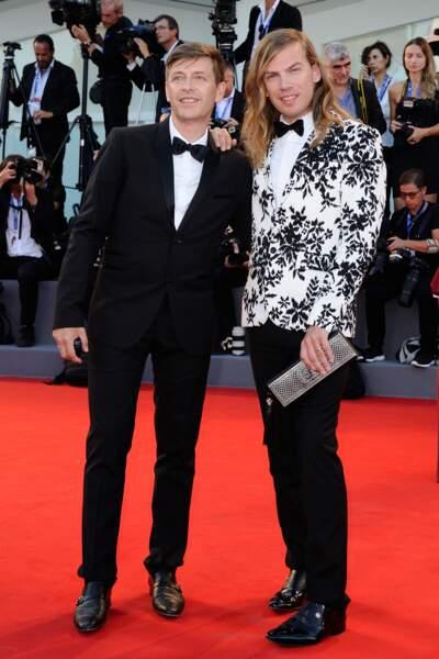 Le styliste Christophe Guillarme (vu dans La Ferme célébrités en 2010) et son compagnon