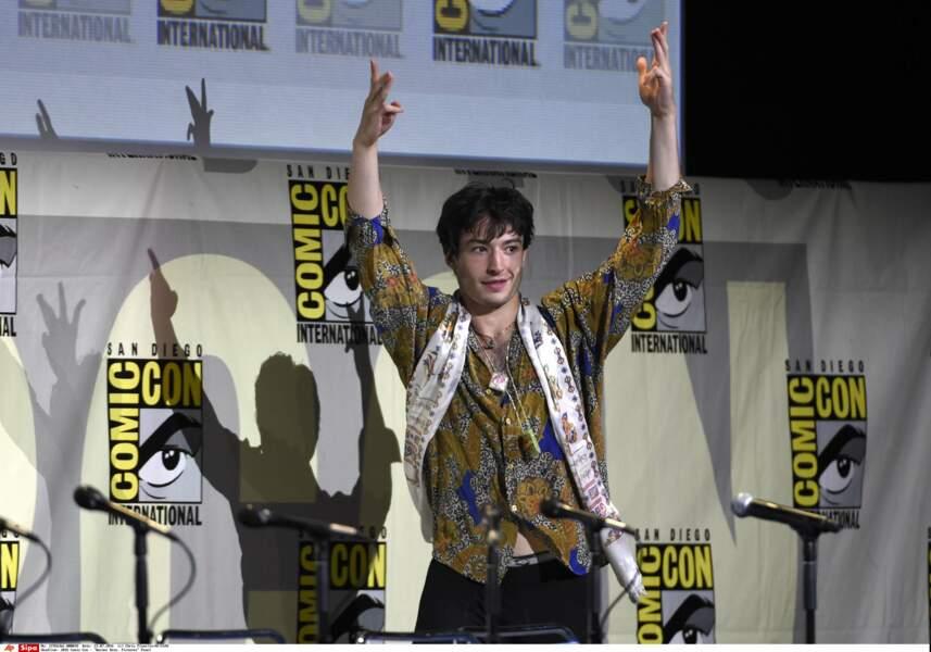 Et enfin re-Ezra Miller qui joue aussi dans LES ANIMAUX FANTASTIQUES