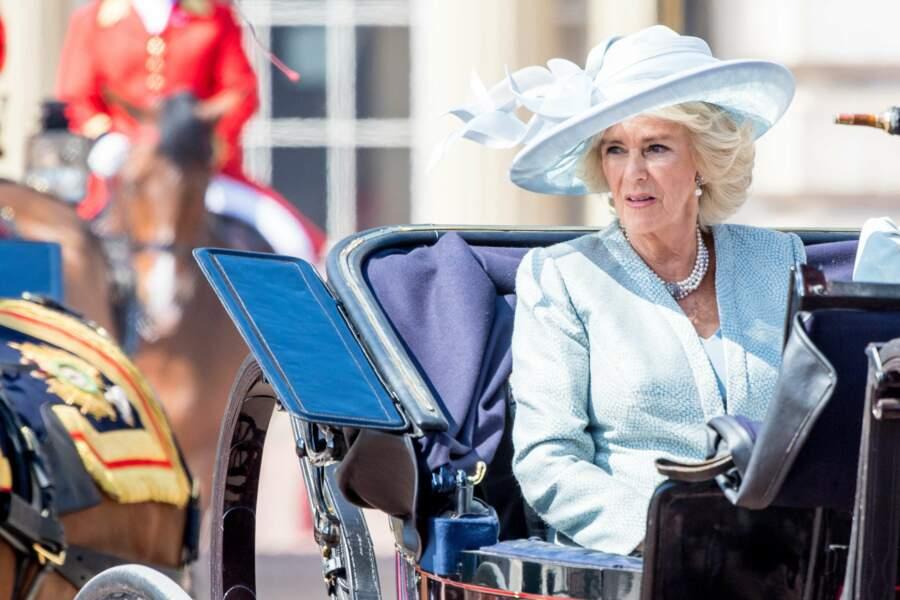 Camilla Parker Bowles en robe bleu pâle