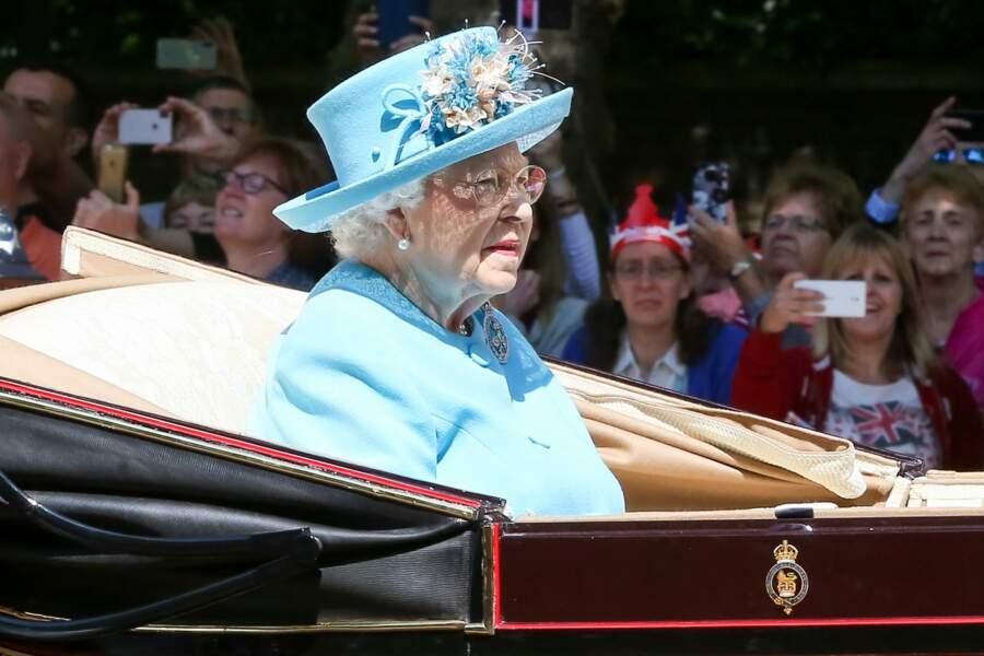 La reine Elizabeth II dans sa calèche