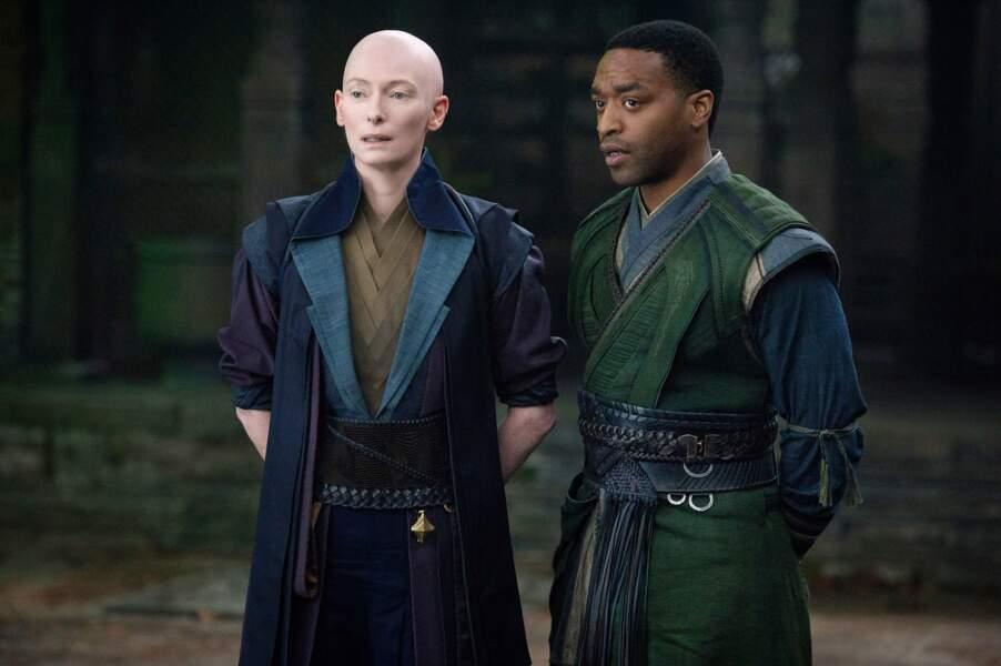 Fin 2016, Tilda Swinton apparaît chauve dans Doctor Strange