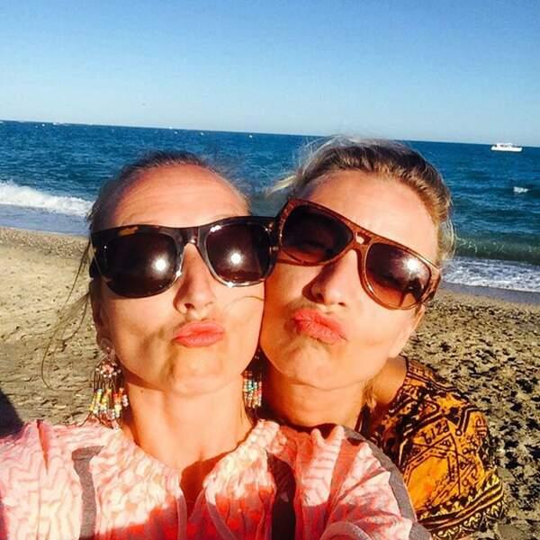 Les soeurs Lamy, Audrey et Alexandra, s'éclatent à la plage.