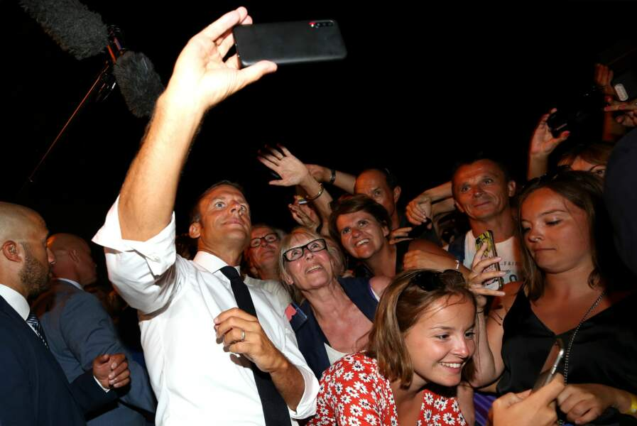 Ce président, c'est le roi du selfie !