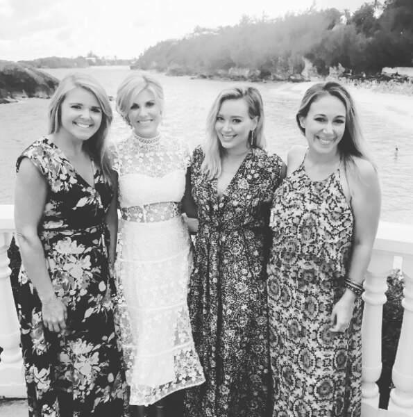 Avec leurs copines, les deux soeurs ont la classe