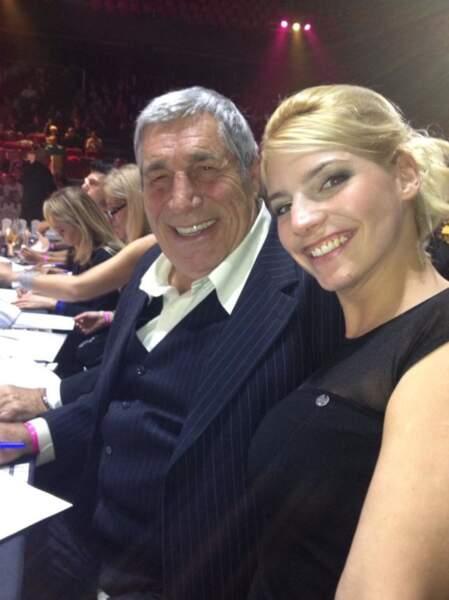 La blonde prend aussi la pose avec Castaldi... père !