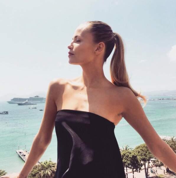 Hop un bain de soleil pour Natasha Poly, mannequin russe