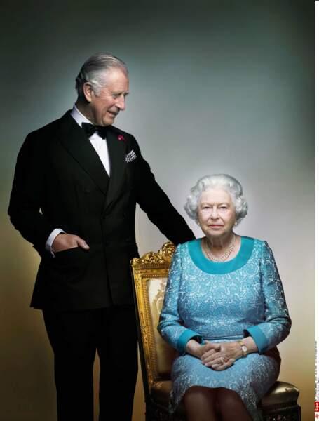 En 2016, premier portrait officiel avec sa mère la reine. Il sonne comme un air de passage de relais…