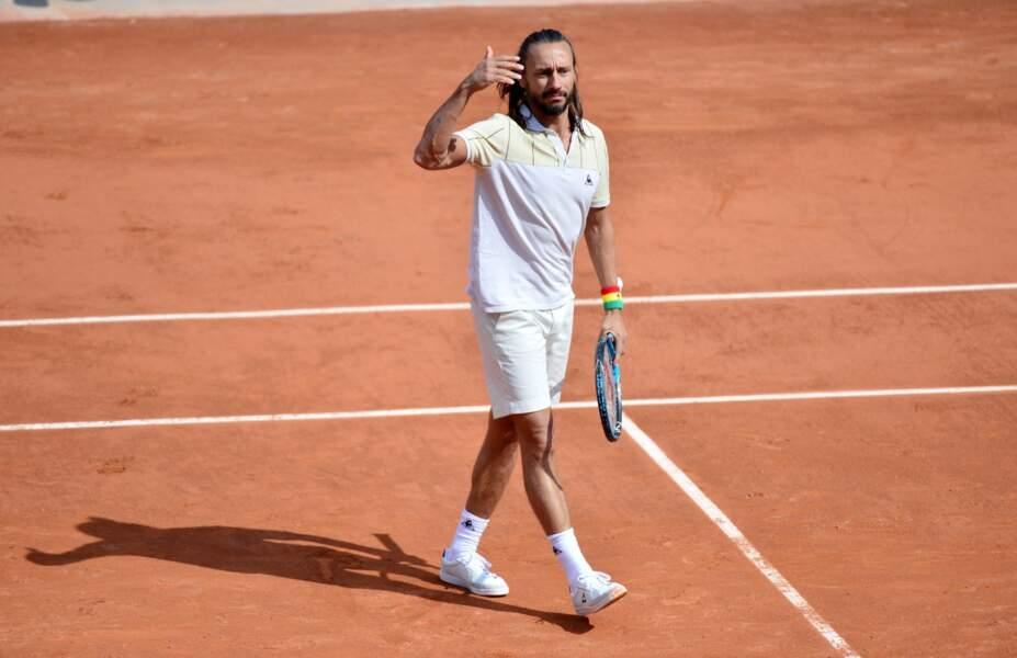 Novak Djokovic et Bob Sinclair jouent à Vis ma vie... Voici Bob le tennisman.