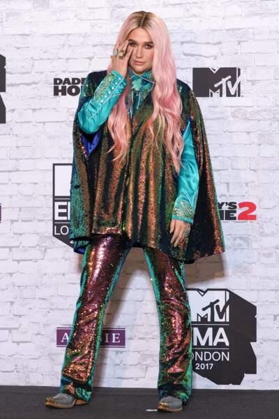 Un look plus qu'improbable pour Kesha.