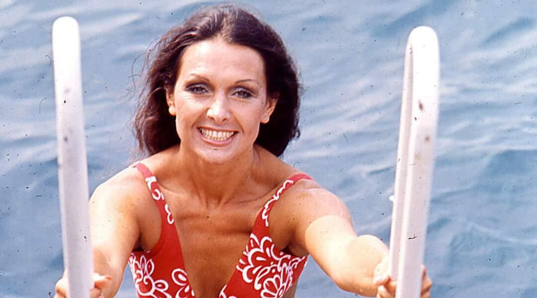 Denise Perrier fait une apparition éclair en Bond girl dans Les diamants sont éternels (1971) avec Sean Connery.