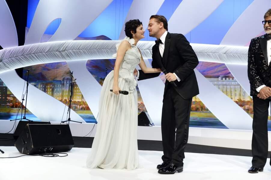 La bise entre Audrey Tautou et Leonardo DiCaprio : On aimerait bien être au milieu !