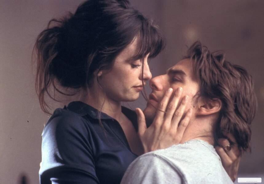 Penélope rencontre Tom Cruise sur le tournage de Vanilla Sky. De là naîtra une idylle, qui durera trois ans.