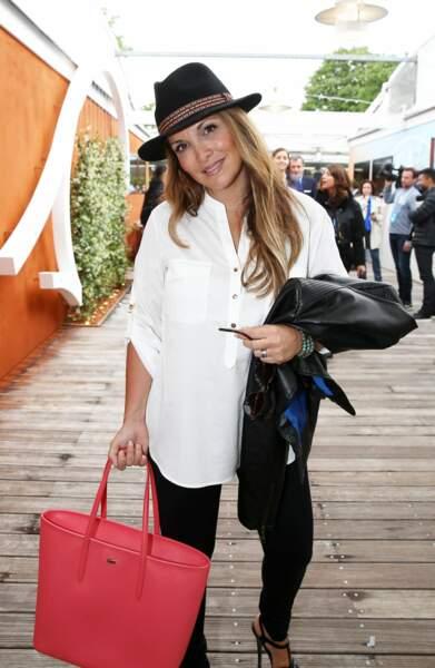 Hélène Ségara en goguette au village VIP