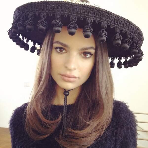 Olé Emily ! Le sombrero lui va à merveille