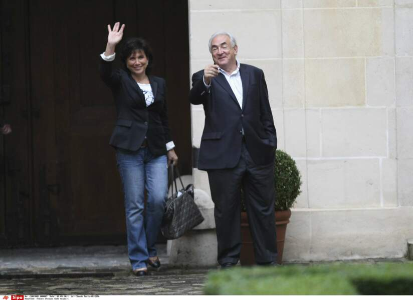 Anne Sinclair et Dominique Strauss-Kahn se sont rencontrés sur le tournage de Questions à domicile (TF1) en 1988.