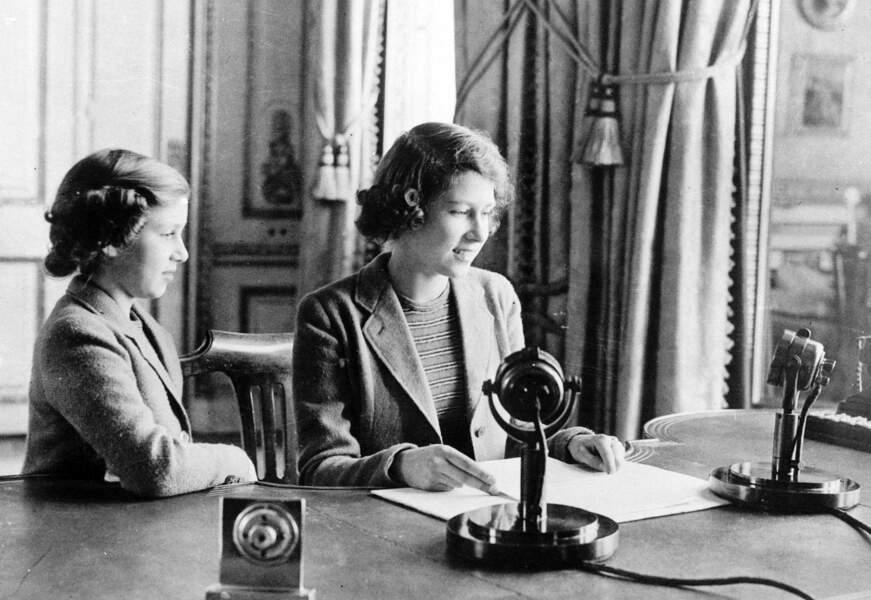 En octobre 1940, elle donne son premier discours à la radio à destination de tous les enfants de l'Empire