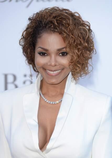 Janet Jackson, elle, est enceinte de son premier enfant. Elle a 50 ans.