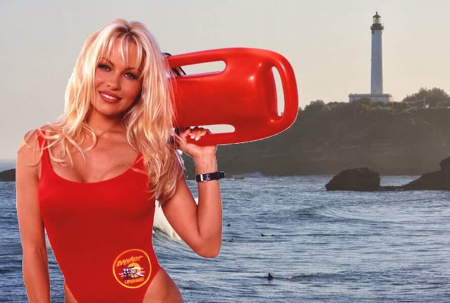 Après cinq saisons, Pamela Anderson a quitté Alerte à Malibu après la naissance de son fils