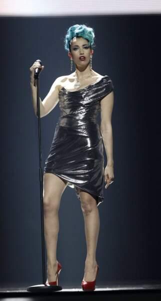 Répétitions avant la finale : un look très étrange pour la candidate italienne, Nina Zilli.
