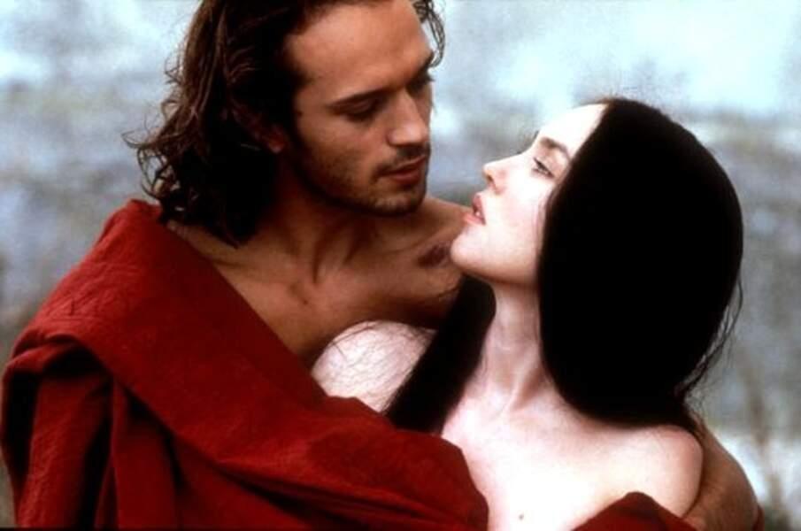 De même en 1995 avec son rôle dans La Reine Margot (1994).
