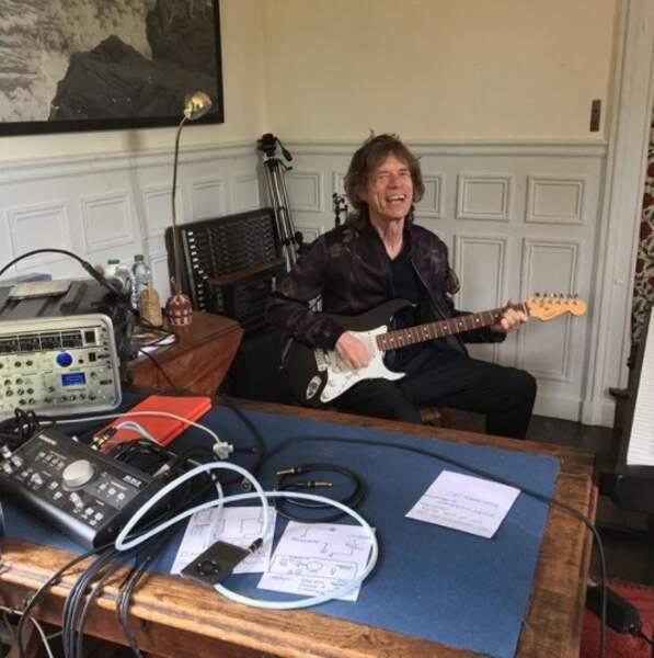 On souhaite tout d'abord un bel anniversaire à Mick Jagger, 74 ans et toutes ses dents.