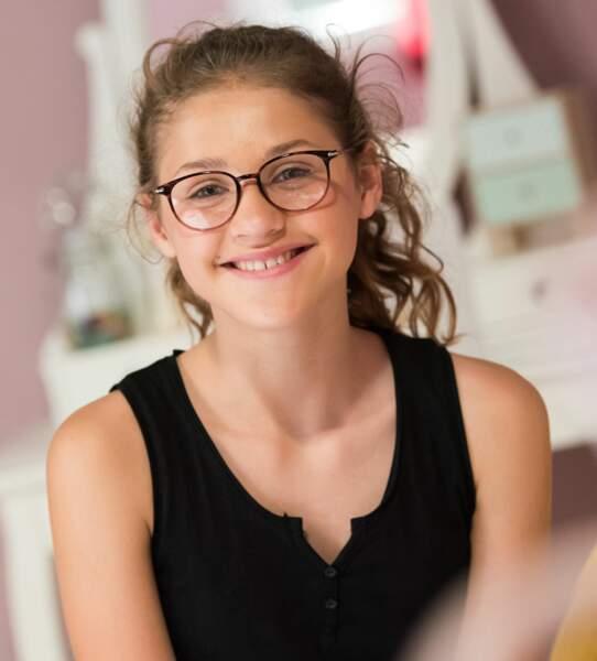 Betty, la cadette du clan Moreno, est incarnée par une figure associée à TF1, Lou Jean, finaliste de The Voice Kids