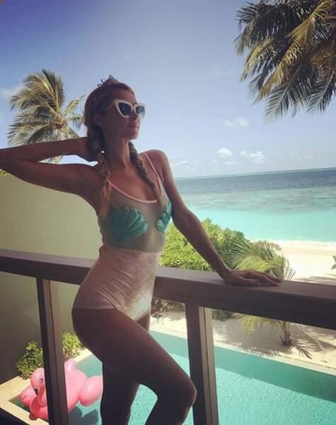 Paris Hilton a fait la sirène aux Maldives.