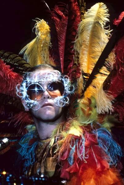 Elton John, lors de sa tournée américaine de 1974, fait encore plus fort