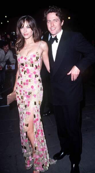Hugh Grant, en couple avec Liz Hurley, sera arrêté à Hollywood, dans sa voiture avec une prostituée en 1995.