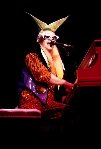 A Chicago en 1986, Elton John a une imagination débordante !