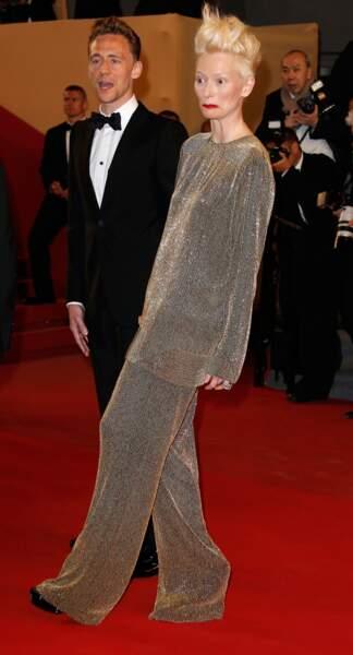 Et soudain, Tilda Swinton réalise qu'elle est la plus mal fagotée du tapis rouge