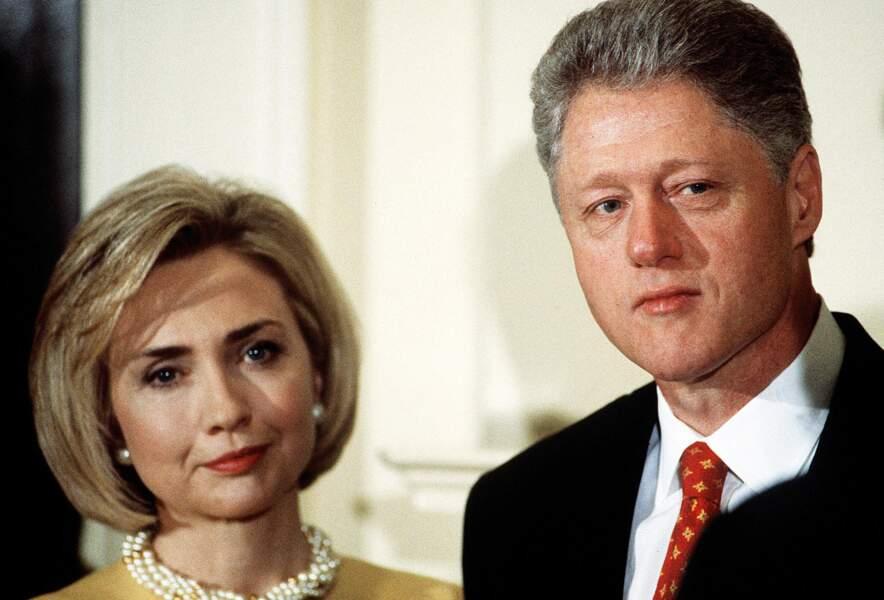 En 1998, le Président américain Bill Clinton, après avoir nié sous serment, reconnaît avoir eu...