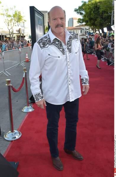 Après les films d'horreur, les westerns et le théâtre, Rex Linn a rejoint le casting de la série L'arme fatale
