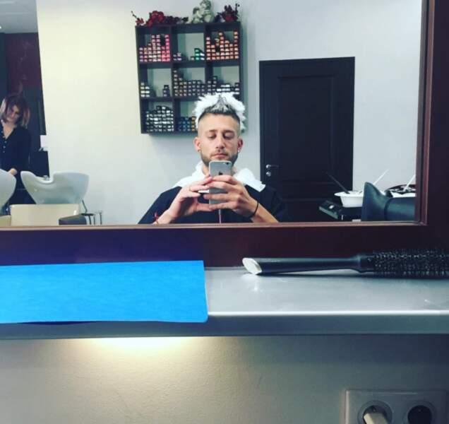 Paga est passé chez le coiffeur.