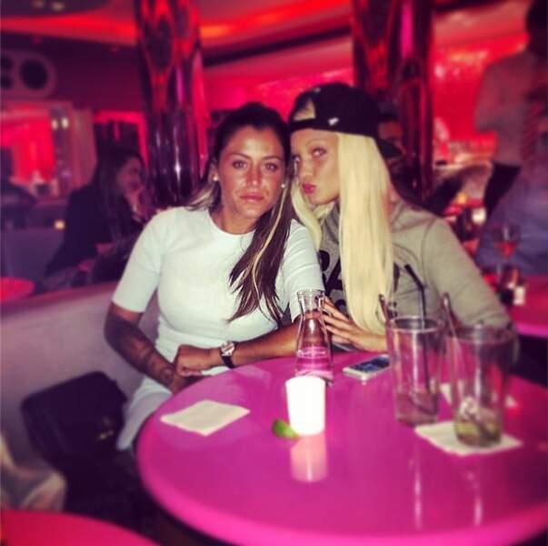 Ici avec Aurélie Dotremont, toujours aussi bronzée !