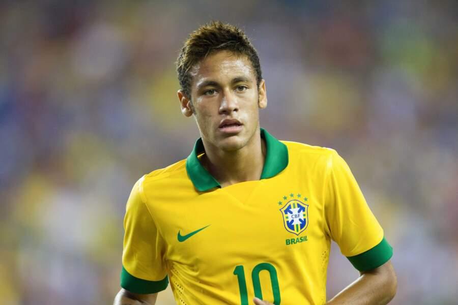 Sous le maillot du Brésil, en 2013, une couple plus sobre pour Neymar