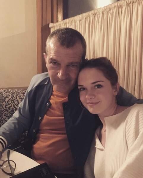 Et on se quitte avec ce joli cliché père-fille d'Antonio Banderas et la belle Stella.