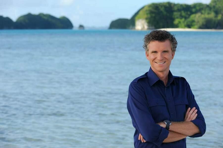 Pendant plusieurs années , Denis Brogniart a présenté Koh-Lanta dans des lieux paradisiaques