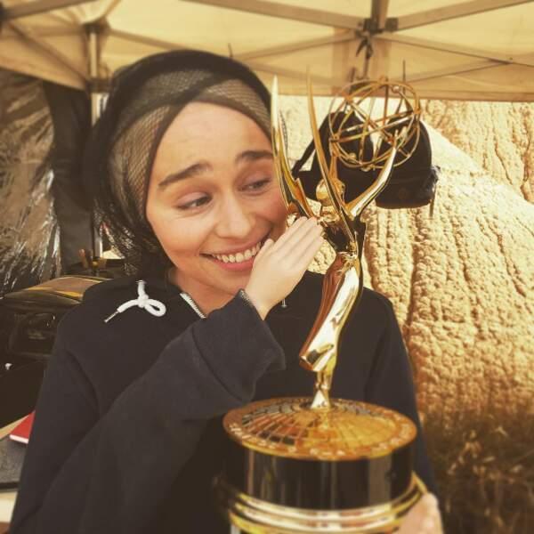 Ou avec son Emmy Award ?