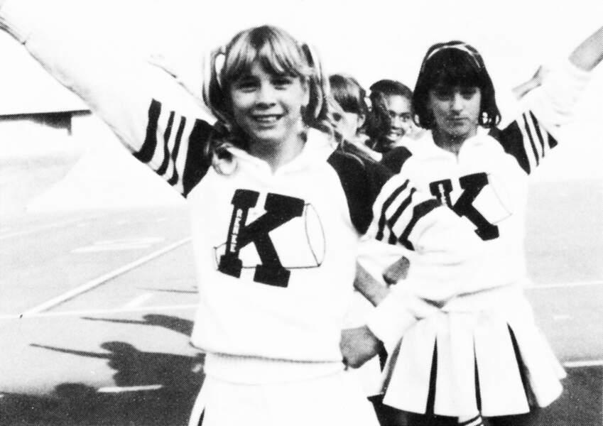 Renee Zellweger, à gauche, en pom pom girl en 1983