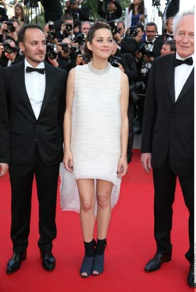 Mission accomplie pour Marion Cotillard qui souhaitait aérer genoux et orteils. Côté look par contre... (2014)