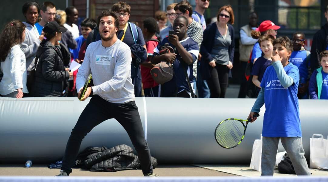 Visiblement Amir n'a pas le revers de Roger Federer...