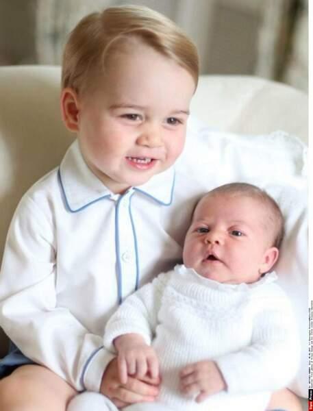 Le 2 mai 2015, George accueille une petite-soeur, la princesse Charlotte