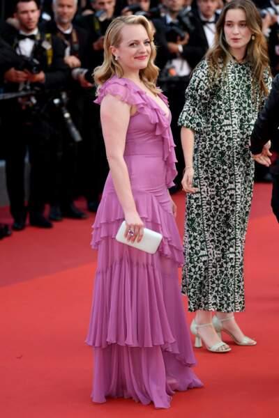 Elisabeth Moss tout en rose !