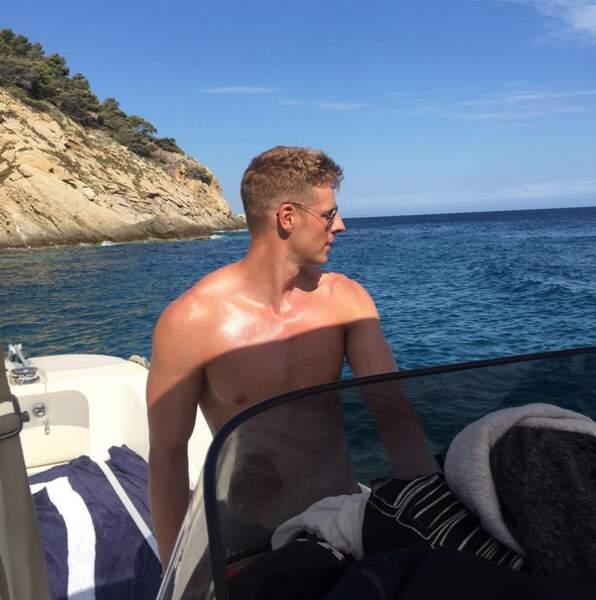 On accompagnerait bien Matthieu Delormeau sur son bateau.